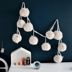 Pom Pom Garland Natural